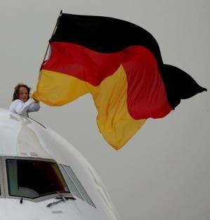 Deutschlandfahnen überall, nicht nur an Autos...
