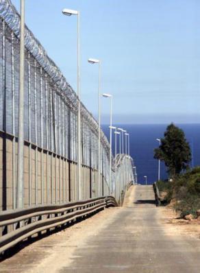 Reisefreiheit ist nicht gleich Reisefreiheit - Ein riesieger Zaun grenzt Europa von Marokko ab